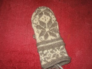 Topped but not thumbed - rightie Norweigan Mitt