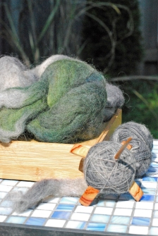 Jenkins Lark turkish-style spindle and Masham wool Minerva dyed by Sheepy Time Knits spun by irieknit